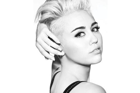 Miley Cyrus impacta con desnudo