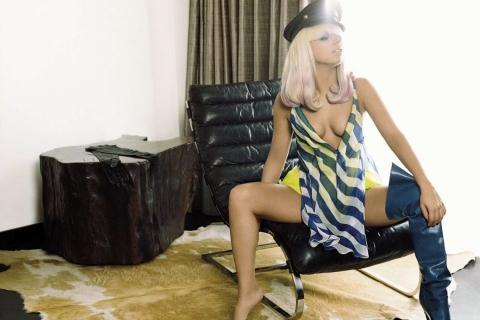 Video y Fotos: Lady Gaga muestra parte de su anatomía en pleno recital