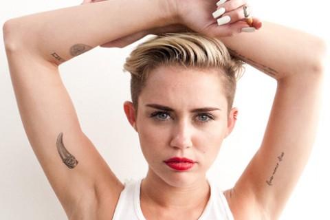 Miley Cyrus se dejó ver en ropa interior a la salida de una discoteca