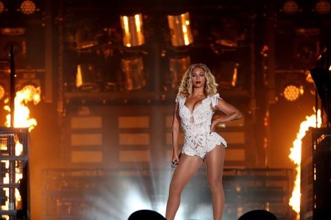 Fotos: Beyoncé muestra su trasero en pleno concierto