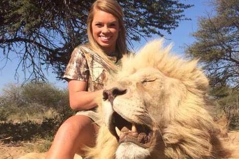Polémica por joven que publica fotografías cazando animales
