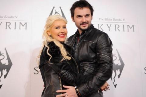 Christina Aguilera muestra su embarazo en sensual sesión de fotos
