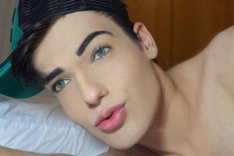 Brasileño invirtió 50 mil dólares para lucir como Ken