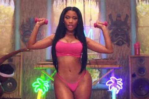 Cantante estrena video más sensual de la historia y rompe todos los récord de visitas