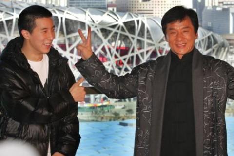 Jackie Chan se declara ''avergonzado'' tras detención de su hijo por consumo de drogas
