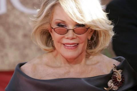 Comediante Joan Rivers habría muerto por negligencia médica