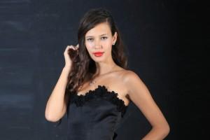 Michelle Carvalho se jacta de amistad con famoso cantante