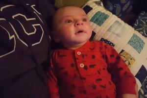 ¡Bebé deja de llorar al escuchar la canción de Star Wars!