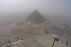 Así se siente escalar una pirámide de Egipto