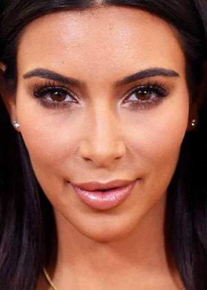 Kim Kardashian reveló su gran truco para tener un escote perfecto