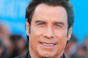 ¡John Travolta impacta con nuevo aspecto!