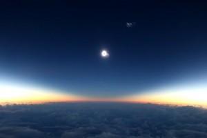 Pasajeros de un avión graban eclipse total de sol