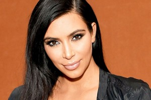 Kim Kardashian presenta a su doble oficial