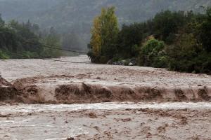Preocupantes imágenes demuestran fuerte crecida del río San José de Maipo