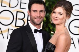 Vocalista de Maroon Five comparte fotos del embarazo de su pareja