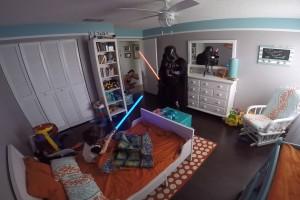 Padre se disfraza de Darth Vader y sorprende a su pequeño hijo