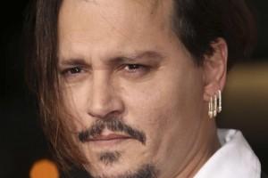 Johnny Depp es sorprendido con jóvenes suecas