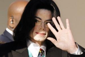 ¡Encuentran registros de pornografía infantil en casa de Michael Jackson!