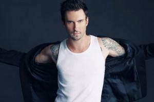 ¡Mira el drástico cambio de look del vocalista de Maroon 5!