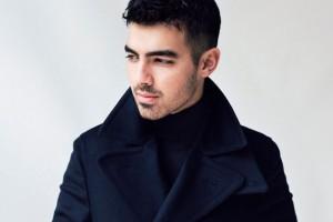 ¡Mira el infartante físico de Joe Jonas!