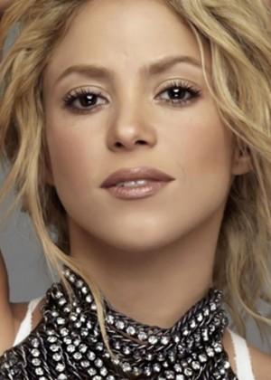 Shakira impacta a sus fans con sus pies descalzos