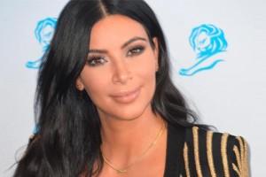 Kim Kardashian impacta con osado y sensual vestido