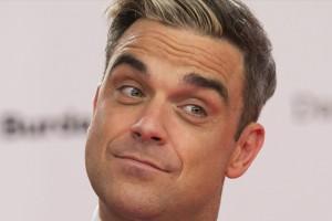 Robbie Williams habla de sexo, drogas y rock & roll como Dios lo trajo al mundo