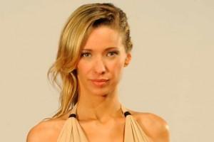 Claudia Schmidt impacta con fotografía sin maquillaje
