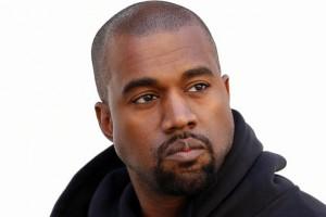¡Kanye West reaparece con cambio de look!