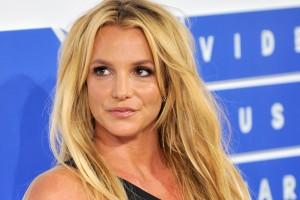 Britney Spears sorprende con jugado topless