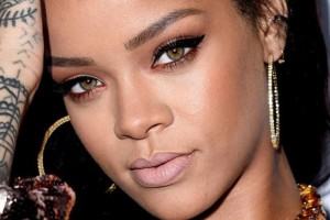 Rihanna debutará con estilosa línea de joyas
