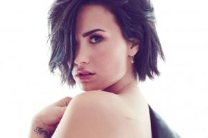 Demi Lovato impacta con sensual y osado escote