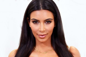 Kim Kardashian impacta con fotos de su trasero sin retoques