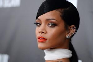 Fotografías de Rihanna abren debate: ¿Estará embarazada o solo con sobrepeso?