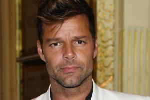 Ricky Martin lució unos llamativos bigotes y dividió a sus fanáticas