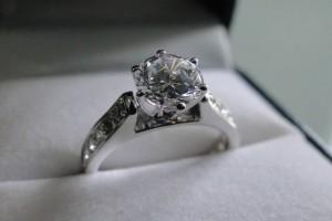 VIDEO: Aprende a elegir el diamante de compromiso perfecto