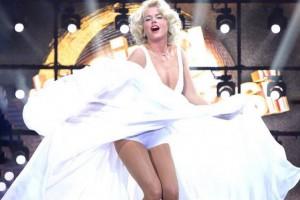 Xuxa se lució al estilo Marilyn Monroe en programa brasileño