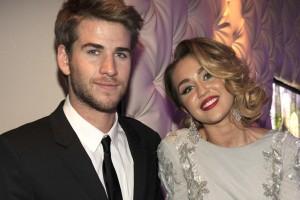 ¡Novio de Miley Cyrus apareció con anillo de compromiso!