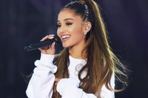 Ariana Grande luce un peinado muy alejado a su tradicional