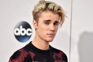 Justin Bieber presenta extracto de