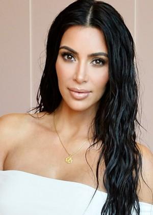 Kim Kardashian imita a dos grandes divas de los noventa: Pamela Anderson y Lil' Kim