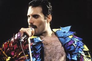 Revelan foto de un irreconocible Rami Malek como Freddie Mercury