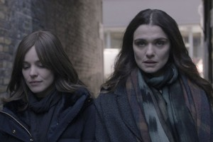 Director chileno es alabado por su trabajo junto a Rachel Weisz y Rachel McAdams