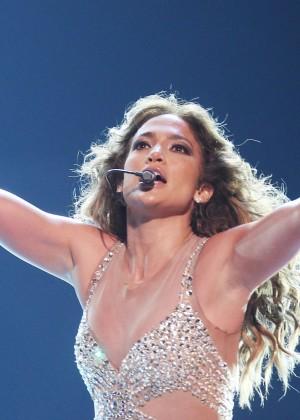 Jennifer Lopez causó conmoción con infartante twerking sobre el escenario