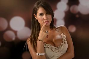 Fran Undurraga se lució desnuda con sensual pose en balcón