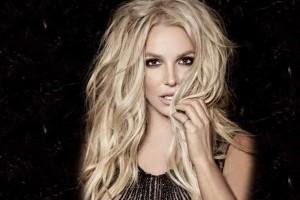 Britney Spears revivió sensual look de 'Baby one more time'