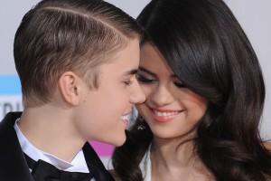 ¡Selena Gómez y Justin Bieber fueron sorprendidos besándose!
