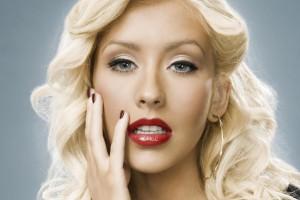 Christina Aguilera aparece con look casi irreconocible