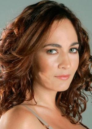 Alejandra Herrera causa furor con imagen en bikini