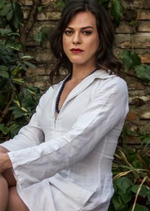 Daniela Vega protagoniza portada de revista estadounidense junto a Robert Pattison